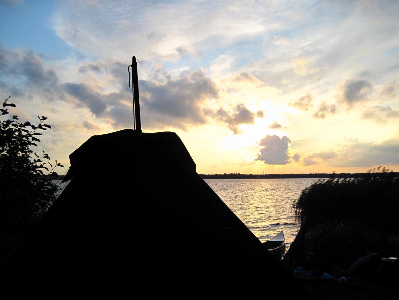 Kothe (Zelt) im Licht der Schwedensonne